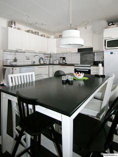 svart,vitt,kök,bumling,hylla,stol