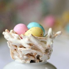 Easter birds nests with chow mien noodles, marshmallows, and speckled chocolate eggs. Shaped in a muffin tin. cheusinger