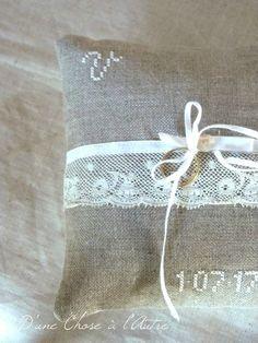 coussin porte alliances lin et dentelle Etiquette, Montage, Burlap, Reusable Tote Bags, Throw Pillows, Boutique, Decoration, Floral, Diy