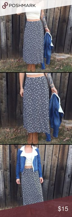 🌼90's babies rejoice🌼 High waisted daisy skirts are the ultimate style staple. Rock it with a band t shirt, or with a crop top in the summer. So perfect Skirts Maxi