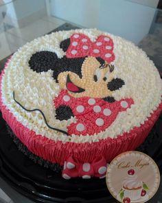 """78 curtidas, 4 comentários - Cake Magia (@cakemagia) no Instagram: """"Bolo decorado da Minnie 🎀❤ #cakemagia #minnie #minniemouse #cake #buttercream"""""""