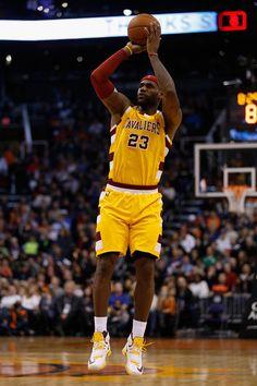 LeBron James Photos - Cleveland Cavaliers v Phoenix Suns - Zimbio
