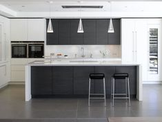 Roundhouse bespoke kitchen island in contemporary kitchen Contrasting coloured units break it up Kitchen Island Lighting Modern, Modern Kitchen Design, Interior Design Kitchen, White Kitchen Island, Kitchen Islands, Modern Kitchens With Islands, Modern Design, Home Decor Kitchen, New Kitchen