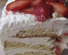 Strawberry icebox cake Ingredients 1 box white cake mix, and ingredients it calls for 1 cup boiling water 1 oz) packet Strawberry Jello . Healthy Apple Desserts, Delicious Desserts, Yummy Food, Strawberry Icebox Cake, Strawberry Jello, Strawberry Recipes, Cake Recipes, Dessert Recipes, Yummy Recipes