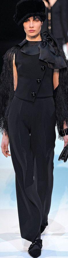 Tendance Basket 2017 – Giorgio Armani Spring Pret-a-Porter Giorgio Armani, Style Couture, Haute Couture Fashion, Chanel Style Jacket, Stylish Suit, Style Noir, Inspiration Mode, Armani Prive, Italian Fashion