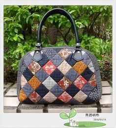 Precioso!! Patchwork Bags, Quilted Bag, Bag Patches, Japanese Bag, Fabric Bags, Purses And Handbags, Bag Making, Lana, Diy And Crafts