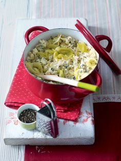 This blue cheese and leek risotto recipe is baked in the oven to cut out the hassle. Leek Recipes, Risotto Recipes, Veggie Recipes, Vegetarian Recipes, Cooking Recipes, Healthy Recipes, Veggie Dinners, Fish Recipes, Pasta Recipes