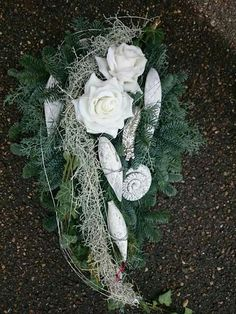Gesteck Funeral Flower Arrangements, Funeral Flowers, Floral Arrangements, Grave Decorations, Sympathy Flowers, Valentine Day Wreaths, Fall Signs, Nature Decor, Ikebana