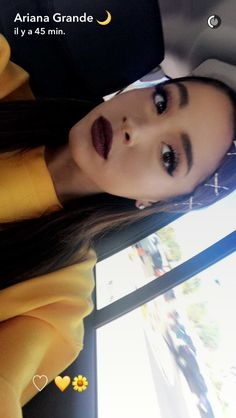 Ariana Grande look Fashion lip stick Lipstick 2017 2017 love Outfit tenue Tumblr Instagram Snapchat Sweet Sweat-shirt sweater sweaters yellow jaune Photo pictures picture hairstyle haircut hair makeup maquillage make up style ootd ootw