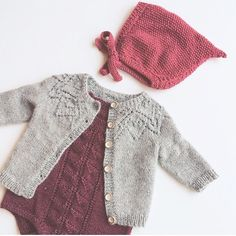 New baby girl clothes diy winter shoe pattern Ideas Winter Outfits For Girls, Baby Outfits, Kids Outfits, Baby Dresses, Trendy Baby Girl Clothes, Diy Clothes, Knitting For Kids, Baby Knitting Patterns, Hat Patterns