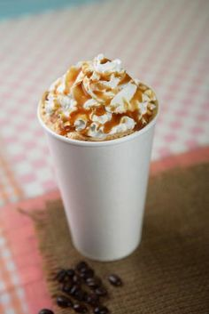Enjoy this Starbucks holiday classic year-round with this recipe for Copycat Starbucks Caramel Creme Brulee Latte. Plus, there are some secret tips and tricks to recreating this drink with the syrups that Starbucks has all year long! Starbucks Caramel Brulee Latte Recipe, Creme Brulee Latte Recipe, Mocha Frappuccino, Ninja Coffee Bar Recipes, Starbucks Holiday Drinks, Christmas Drinks, Christmas Decorations, Yummy Drinks, Yummy Food