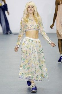 Ashish Londra - Spring Summer 2016 Ready-To-Wear - Shows - Vogue. Runway Fashion, Spring Fashion, Fashion Show, Fashion Outfits, Grunge, Fashion Designer, Textiles, Kawaii, Crop Top Outfits