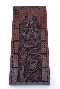 A hand carved cribbage board; probably American c. Carved Wood Signs, Art Carved, Wooden Board Games, Game Boards, Cnc, Cribbage Board, Naive Art, Vintage Games, Wood Carving