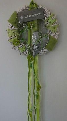 Türkranz, Türschmuck, Herz, Willkommen, Frühling, Sommer, grün-weiß Book Wreath, Twig Wreath, Home Crafts, Diy And Crafts, Tie Dying Techniques, Lavender Wreath, Xmas Wreaths, Summer Wreath, Valentines Diy