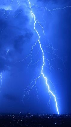 Cool Lightning Strikes IPhone 6 Wallpaper Download