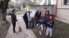 """Este fin de semana recibieron la grata visita del Gobernador de la Región A quién participó del programa """"Barre Tres Arroyos 2016""""."""