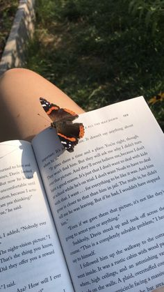 Book Aesthetic, Summer Aesthetic, Aesthetic Photo, Aesthetic Pictures, Anne With An E, Coffee And Books, Study Motivation, Love Book, Dream Life
