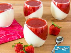 Recipe for a strawberry panna cotta - Rezepte - Dessert Quick Dessert Recipes, Easy Desserts, Sweet Recipes, Cake Recipes, Snack Recipes, Strawberry Panna Cotta, Best Pancake Recipe, Health Desserts, Food Cakes