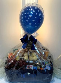 Raffle Gift Basket Ideas, Food Gift Baskets, Gift Card Bouquet, Candy Bouquet Diy, Diy Gifts For Friends, Birthday Gifts For Best Friend, Cute Birthday Gift, Diy Birthday, Wedding Gift Baskets