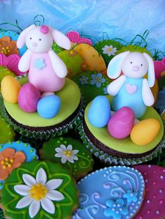 Easter cupcakes, via Flickr.