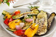 How To Make The Best Grilled Vegetables Clean Eating Grilled Vegetables are located on our plates nearly all year long, but especially during summertime once we spend all our time outdoors. This easy recipe could be made with almost any combination of veg Best Grilled Vegetables, Cooking Vegetables, Mixed Vegetables, Roasted Mediterranean Vegetables, Italian Grill, Clean Eating, Eating Raw, Grilled Fruit, Snacks Saludables