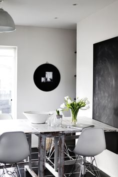 Dinning Table//