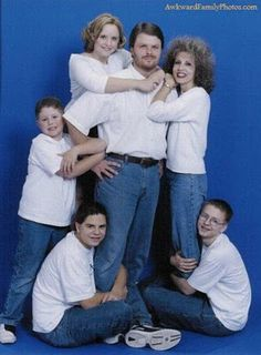 All people want their family photos in their album but after watching these 29 most awkward family photos you will shock and laugh out loud. Check out funny family awkward pictures that will make your day. Awkward Family Photos Christmas, Weird Family Photos, Funny Photos, Family Pics, Funny Family Pictures, Strange Family, Group Pictures, Awkward Pictures, Creepy Pictures