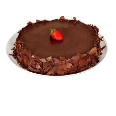 DELÍCIA DE CHOCOLATE COM MORANGO - Fina camada de pão de ló de chocolate, morangos picados, creme maravilha, chantilly, coberta com ganache de chocolate.