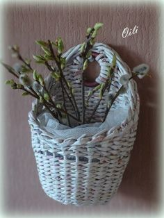 Ольга Рыжкова Willow Weaving, Basket Weaving, Baskets On Wall, Hanging Baskets, Paper Weaving, Bamboo Furniture, Newspaper Crafts, Paper Basket, Rattan Basket