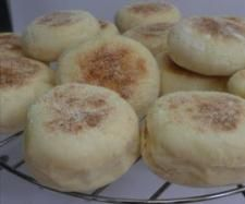 Recipe Muffins anglais by learn to make this recipe easily in your kitchen machine and discover other Thermomix recipes in Pains & Viennoiseries. Thermomix Bread, Thermomix Desserts, Pain Thermomix, Fruit Recipes, Brunch Recipes, Sweet Recipes, English Muffin Recipes, English Food, English Muffins