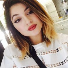 Ombre trend hair color is still popular among women of all ages, many celebrities sports blond shade short hairstyles too! So here is Blonde Ombre Short Hair Color Ideas that you can try any time soon! Kylie Jenner Kylie Jenner sports bob h Kylie Jenner 2014, Style Kylie Jenner, Nails Kylie Jenner, Blonde Ombre Short Hair, Brown To Blonde Ombre, Short Ombre, Blonde Hair, Blonde Color, Long Bob Haircuts