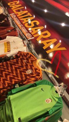 We have compiled the Legendary Galatasaray Wallpapers for you in HD. Neymar Jordan, Neymar Hd, Neymar Jr Brazil, Kurt Seyit And Sura, House Decoration Items, Wallpapers En Hd, Coat Of Arms, Wallpaper S, Sehun