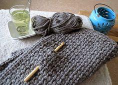 Heerlijk haken,   niet nadenken over meerderen of minderen,   kopje thee, waxgeurtje erbij   en het werk zien groeien onder je handen.  ... Crochet Wool, Crochet Shawl, Crochet Crafts, Crochet Stitches, Crochet Blankets, Knitting Projects, Crochet Projects, Knitting Patterns, Crochet Videos