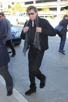 manilow 2015 | Barry Manilow arrive à LAX, Los Angeles, le 26 octobre 2014