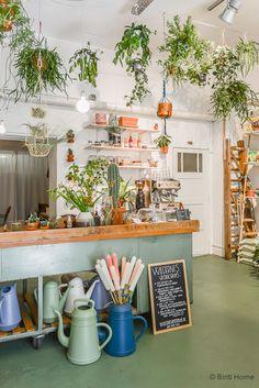 Te imaginas entrar en una floristería, sentarte y pedir un café…