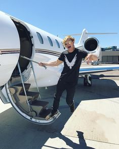 "649.9k Likes, 2,218 Comments - Logan Paul (@loganpaul) on Instagram: ""Off to Vegas to present the ""Top Social Artist"" award at the @BBMAs ✈️ #BeAMaverick"""