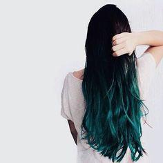 Cabelo colorido em tons de verde, azul, rosa, amarelo, e um pouco de laranja e roxo Cabelos coloridos fotos de cabelos coloridos cabelo diferente colorido #cabelo #cortesdecabelo