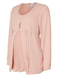 Absolutely stunning maternity blouse from MAMALICIOUS. Perfect for finer occasions!