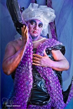 OMG! SO easy! Bubble wrap for URSULA tentacles! Paint it black on one side and paint the bubble part purple - TA DA!