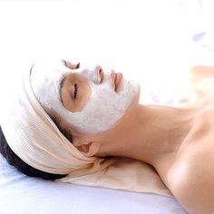 The best Hollywood dermatologists share their celebrity skin care secrets and skin remedies.