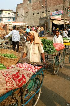 Marché à Varanasi en Inde, à découvrir avec Inde en liberté
