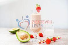 Aardbei-avocado-smoothie-(6)-copy Avocado Smoothie, Stevia, Glass Of Milk, Smoothies, Panna Cotta, Healthy Recipes, Healthy Food, Ethnic Recipes, Smoothie