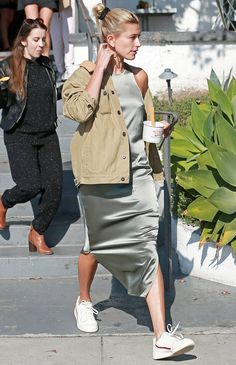 Celebs with best street style and how to get their look Look Fashion, Fashion Outfits, Fashion Tips, Fashion Trends, Fashion Weeks, Sneakers Fashion, Womens Fashion Online, Latest Fashion For Women, Nordstrom