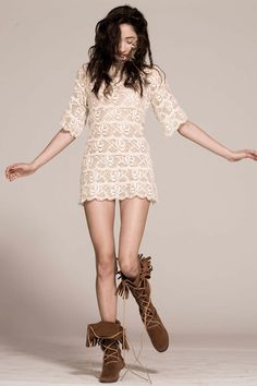 Beige-vinatge-dress-brown-minitonka-boots_400