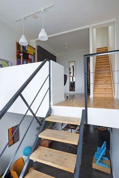 Spectacular In beeld de gevel van dit smal rijhuis verbergt een verrassende woning met speelse niveauverschillen