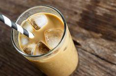 Amitől egész álló nap pörög az anyagcsere! Karcsúsító kávéturmix | Hozzávalók      ¾ dl kávé     1 csésze jég     2 dl mandulatej     0,5 dl frissen facsart narancslé