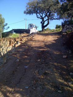 Begin van de opbouw, wagen met betonijzer. Gisteren 15/01was er een grote trailer, maar ook in Portugal kan het regenen en kon niet naar beneden komen .