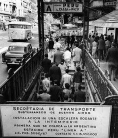 El subte porteño cumple 100 años  Un cartel anuncia la nueva obra en la estación Perú de la línea A en febrero de 1968.. Foto: Archivo Go Transit, S Bahn, Centenario, City Maps, 21st Century, Dec 1st, America, Pictures, Retro Advertising