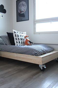 Home Decorators Luxury Vinyl Plank Diy Daybed, Diy Sofa, Furniture Plans, Diy Furniture, Furniture Design, Kids Bedroom, Bedroom Decor, Shop Interiors, New Room