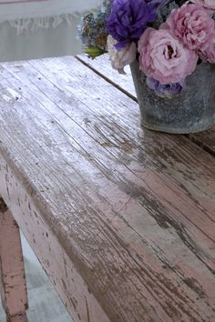Shabby chic love the pink table Estilo Shabby Chic, Shabby Chic Pink, Shabby Chic Cottage, Shabby Chic Homes, Shabby Chic Style, Shabby Chic Decor, Cottage Style, Table Rose, Pink Table